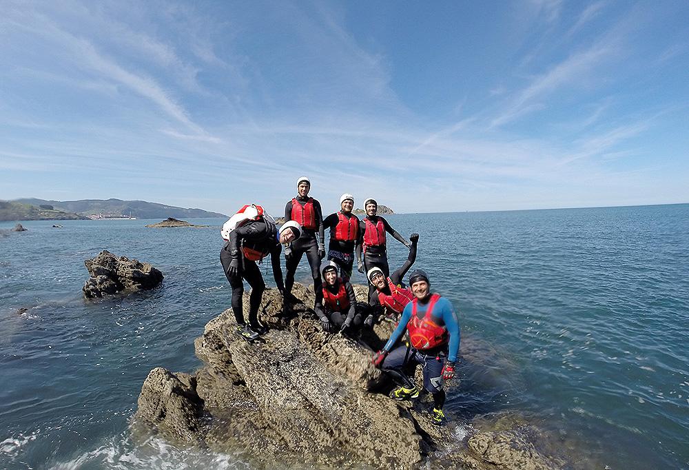 Coasteering en Urdaibai. Bizkaia, Costa Vasca