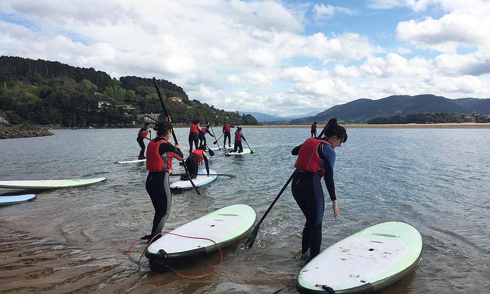 Descubre el stand up paddle en la ría de Urdaibai, Bizkaia, Costa Vasca