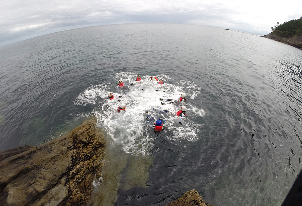 Coasteering en Urdaibai y Lekeitio, Bizkaia, Costa Vasca