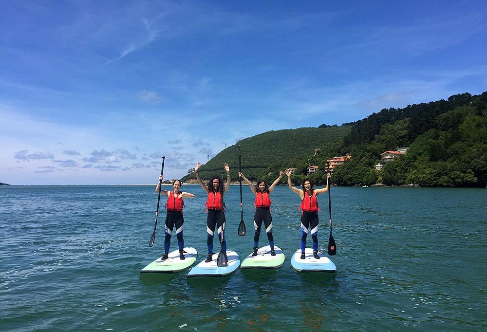 Stand up paddle en la ría de Urdaibai, Bizkaia, Costa Vasca
