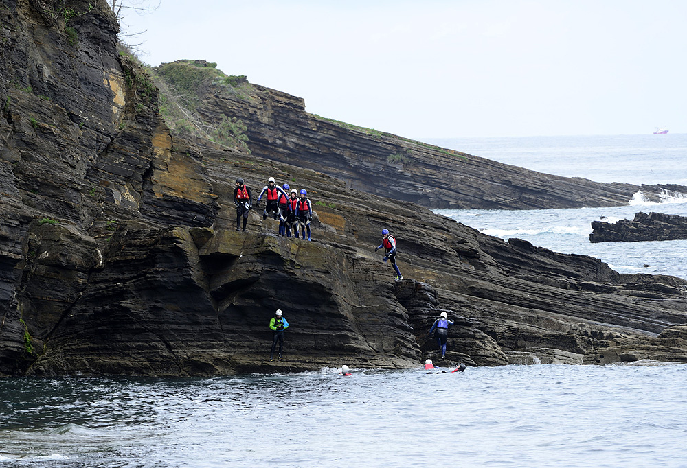 Ruta de coasteering en Lekeitio, Lea Artibai, Bizkaia, Costa Vasca