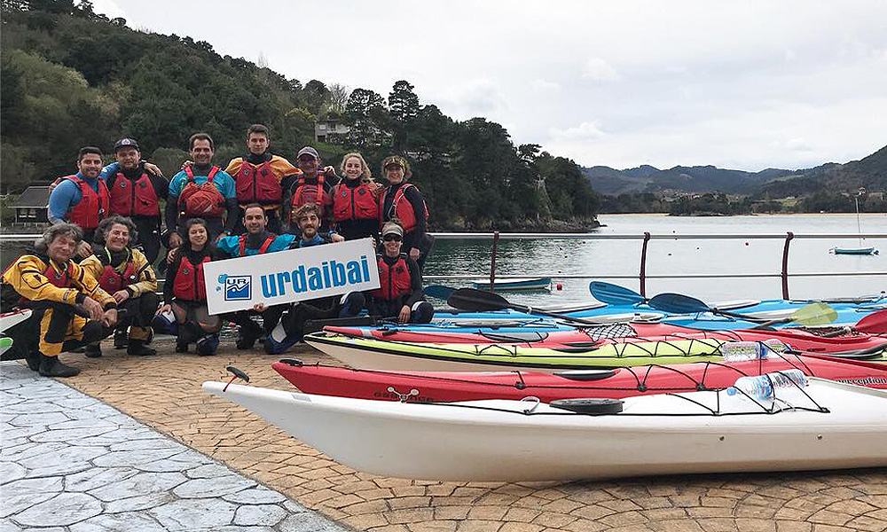 Cursos de piragüismo en la ría de Urdaibai, Bizkaia, Costa vasca