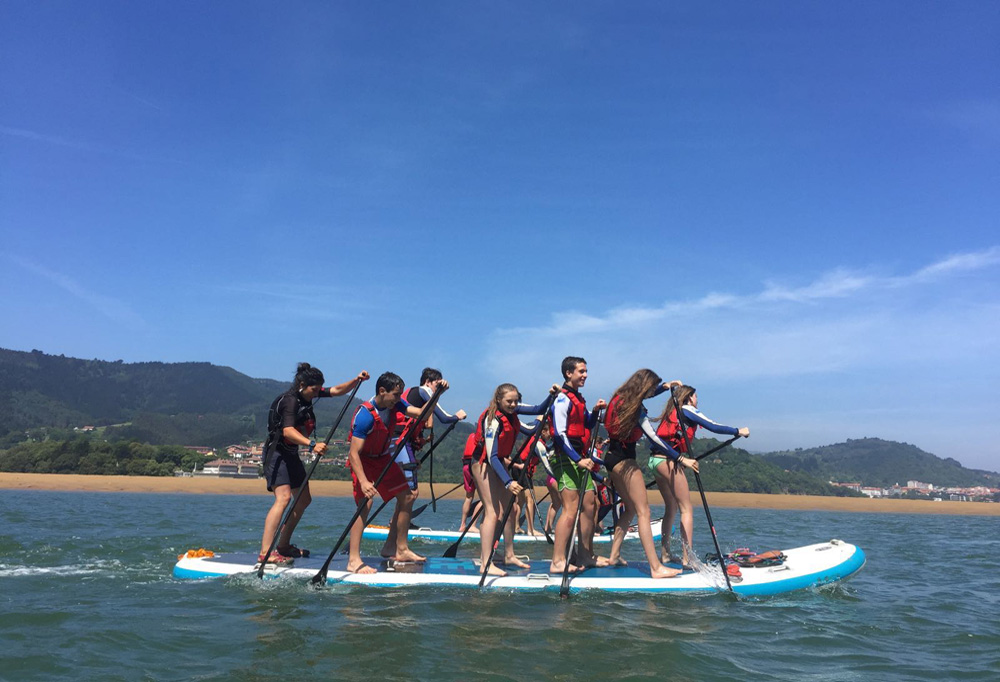 Big Sup stand up paddle en la ría de Urdaibai, Bizkaia, Costa Vasca
