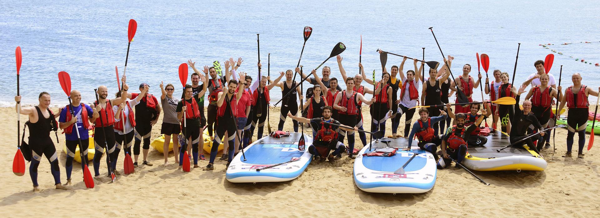 Grupo de Bigsup y Canoa en la playa de Laida Urdaibai